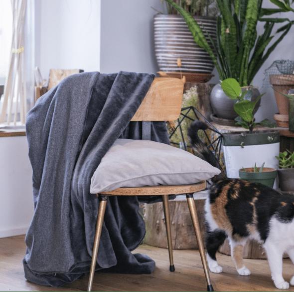 couverture lestée serenity sur chaise