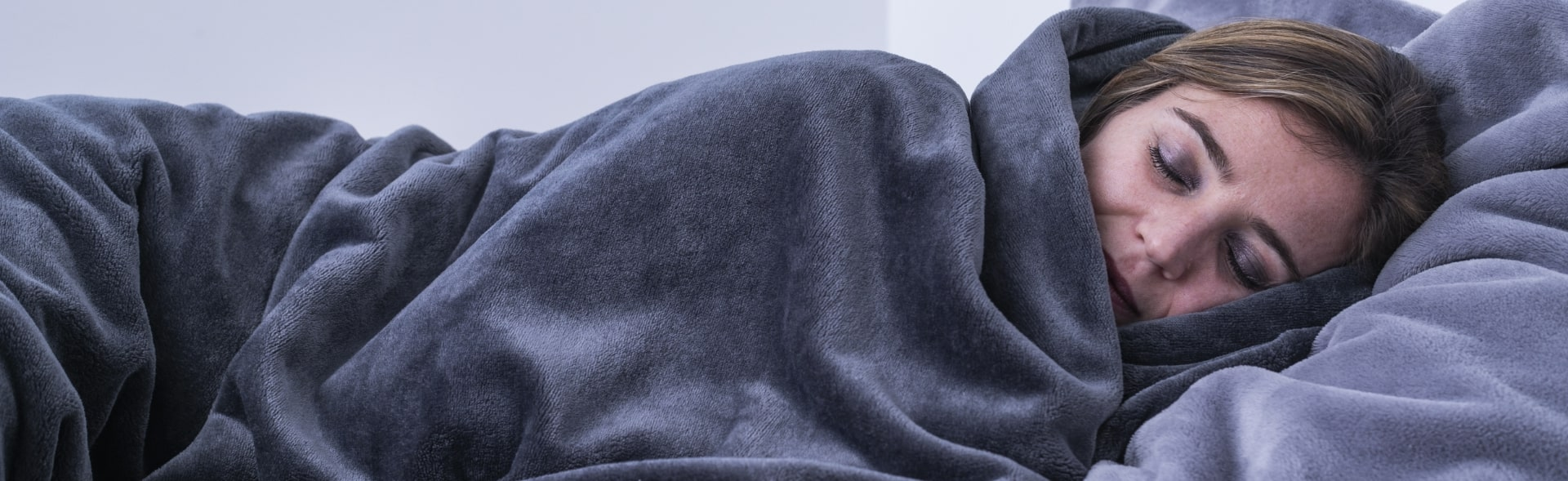 couverture lestée serenity femme qui dort