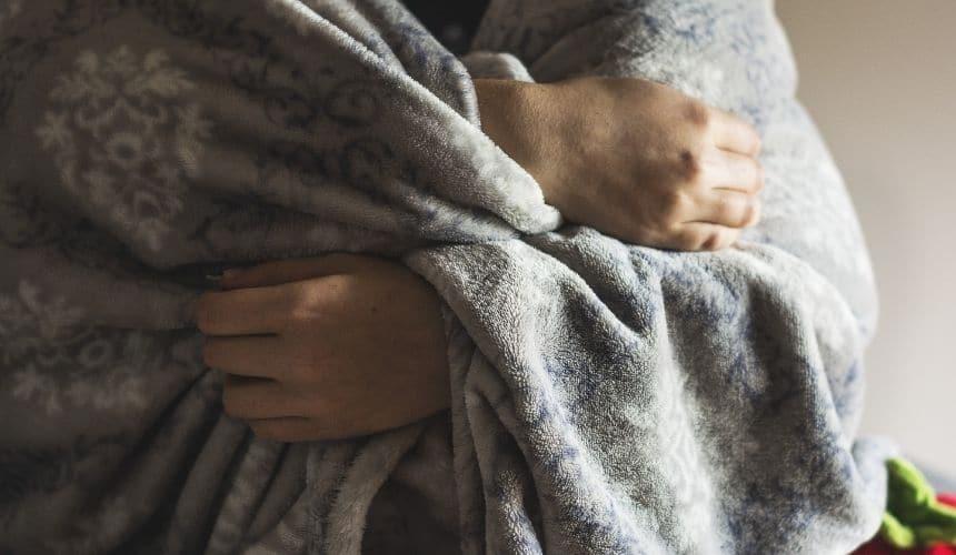 couverture proprioceptive, les bénéfices de dormir avec